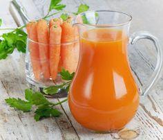 Según algunos estudios, hay alimentos que pueden ayudarnos a prevenir el cáncer. Compartimos las recetas de dos jugos que los combinan. Cualquier ayuda es buena, ¿no creéis?