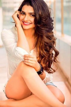 http://bharatbytes.blogspot.in/2016/04/prachi-desai-hot-photo.html