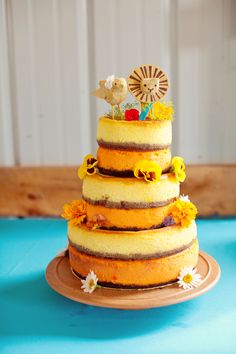 For some reason I just loveee this for a wedding cake! Except instead of that bird I'd want a lady lion. Bird=random. 2 lions=Simba & Nala, hello! <3