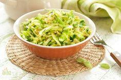 Beyaz lahana salatası... Lahana severler müjde! Evimizin vazgeçilmezlerinden olan lahananın lezzetli bir salata tarifi... http://www.hurriyetaile.com/yemek-tarifleri/salata-tarifleri/beyaz-lahana-salatasi_79.html