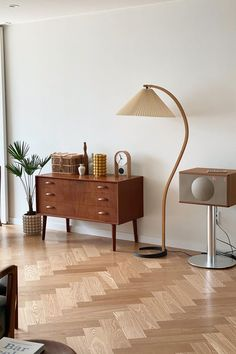 Very elegant floor lamp by Mads Caprani for Caprani Light, This lamp features a nice beech wood stand with an elegant curve and a cast iron base. The shade is made out of linen. Furniture Inspiration, Home Decor Inspiration, Funky Furniture, Furniture Design, Home Living Room, Living Room Decor, Interior Styling, Interior Design, Flat Ideas
