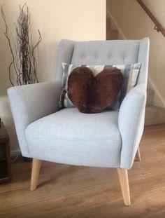 De Quentin fauteuil heeft de uitstraling van een vintage fauteuil, maar de kleur…