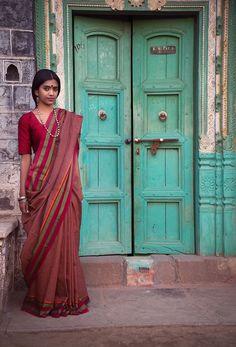 Found on goa india, mother india, indian movies, indian girls, photography Goa India, Indian Beauty Saree, Indian Sarees, Sri Lanka, Namaste, Mother India, Indian Movies, Incredible India, Indian Girls
