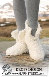 """DROPS 116-27 - DROPS slipper in """"Eskimo"""" and """"Puddel"""".  - Free pattern by DROPS Design"""