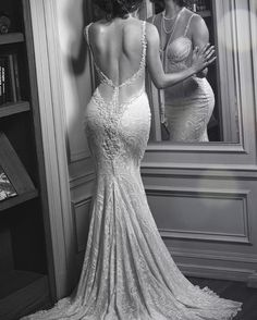 We're heading back to the roaring 20's with our incredible #Norma gown ! Credits : @clifellis #GaliaLahav