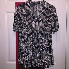 Soft, black/white designed shirt ~ ⚪️⬛️◻️⚫️ Pretty fashion designed, soft shirt. Tie on front, lightweight. Tops Blouses