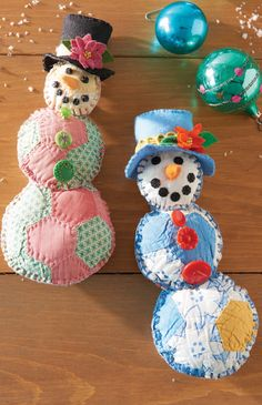 These adorable vintage snowmen ornaments by Kathy Kerstetter are an easy quilting project and great way to get in the holiday spirit! Included along with dozens of other projects in Quilting Arts Holiday 2015.