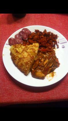 Tortilla, pimientos, picadillo y salchichón, un picoteo Riojano Tortilla, Rice, Beef, Food, Beverages, Food Cakes, Meat, Essen, Eten