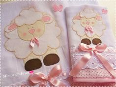Knitting Baby Gifts Burp Cloths 15 Ideas For 2019 Baby Crafts, Diy And Crafts, Baby Knitting, Crochet Baby, Baby Shawer, Patchwork Baby, Baby Bunting, Baby Burp Cloths, Handmade Baby