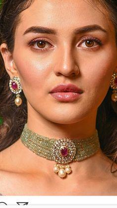 Saved by radhareddy garisa Bead Jewellery, Pearl Jewelry, Indian Jewelry, Bridal Jewelry, Gold Jewelry, Beaded Jewelry, Women Jewelry, Bridal Necklace, Gold Earrings Designs