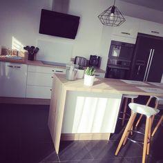 Je crois que nous sommes tous d'accord pour dire que les réveils avec un grand soleil sont les meilleurs ☀️ bon week-end à tous #cuisine #cuisinesocooc #cuisinescandinave #maison #mamaison #home #myhome #faireconstruiresamaison #faireconstruire #proprietaire #madeco #ideedeco #decoration #decointerieur #decoscandinave #scandinave #scandinavian #scandi #homedeco #homedecor #homesweethome #cocooning #instadeco #instalike #interior #interieur