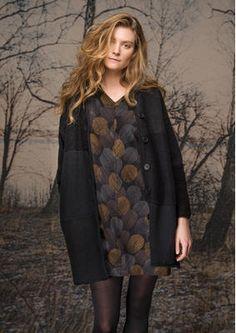 Gudrun Sjödens Herbstkollektion 2015 - Diese lange, warme und weiche Strickjacke ist ein traumhaftes Wohlfühlmodell mit bequemen Seitentaschen. Bestelle deine Strickjacke aus verschiedenen Materialien und Strickarten: http://www.gudrunsjoeden.de/mode/produkte/strickjacken-westen/strickjacke-aus-baumwolle/wolle/leinen/polyamid
