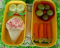 How fun is this Summer Bento.  I love the ice-cream sandwich, and cucumber flowers.  I want to take this lunch poolside.  Summer Bento