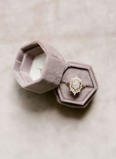 Such a beautiful styled flat lay photo featuring a vintage inspired wedding ring and a velvet ring box. Browse this blo. Funny Wedding Photography, Wedding Photography Contract, Vintage Ring Box, Wedding Rings Vintage, Velvet Ring Box, Platinum Wedding, Beautiful Engagement Rings, Whimsical Wedding, Bridal Accessories