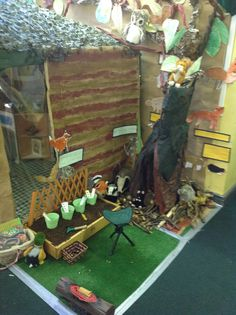 Percy the Park Keeper's hut Gruffalo Activities, Eyfs Activities, Forest School Activities, Autumn Activities, Percy The Park Keeper, Literacy Display, School Reception, People Who Help Us, Play Corner