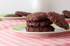 5 Ingredient Chewy Chocolate Coconut Cookies - I'd either use regular cocoa or cut down on the cacao but otherwise pretty good! Paleo Dessert, Gluten Free Desserts, Healthy Baking, Healthy Desserts, Dessert Recipes, Healthy Recipes, Free Recipes, Coconut Recipes, Real Food Recipes