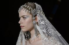 Zuhair Murad at Couture Spring 2018 - Details Runway Photos Spring Couture, Bride Hair Accessories, Special Occasion Outfits, Wedding Scrapbook, Yes To The Dress, Zuhair Murad, Bride Hairstyles, Bridal Dresses, Ball Gowns