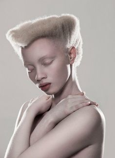 Johannesburg-based photographer Justin Dingwall's most recent is this elegant portrait shoot titled ALBUS and featuring South Africa model with albinism, Thando Hopa. Modelo Albino, Pretty People, Beautiful People, Albino Model, African Models, My Black Is Beautiful, African Beauty, Black People, Model Photos