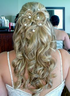 Romantic half up do By Fabiola Cristina