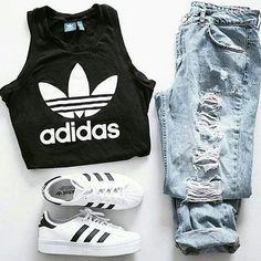 http://www.shopamiga.com Street style !!! Cabelleras largas!!! #shopamiga #primavera #moda #summer #fashionmexico #tops #croptop #ropa #belleza #fashion #style #maquillaje