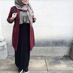 Hijab Fashion 2017 : Comment avoir un Hijab street style tendance Hijab Street look 2017 – look 10 Hijab Fashion 2017, Street Hijab Fashion, Muslim Fashion, Modest Fashion, Fashion Outfits, Fashion Fashion, Hijab Style, Casual Hijab Outfit, Hijab Chic