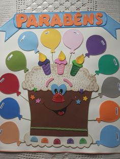 Painel para Mural Escolar, biblioteca, sala de leitura, sala de aula.  Contém o bolo, a placa de 'parabéns' e 12 bolas (uma para cada mês)  *para colocar os nomes dos aniversariantes nas bolas.  É confeccionada em EVA nas cores e tamanho desejado.    Feito sob encomenda.  O prazo é de 5 dias (tem...