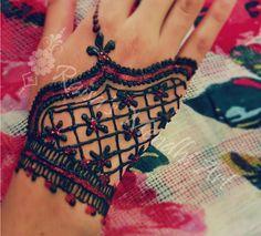 henna tutorial: http://youtu.be/gZter1C_RsU  more pictures: www.facebook.com/raisas.mendhi.art