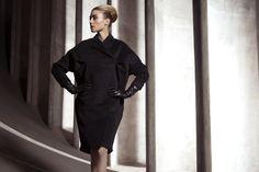 UNEINS Elisabeth Coat #aw #coat #fashion #editorial #uneins