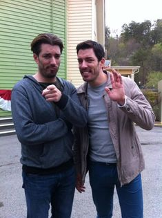 Jonathan Silver Scott, Scott Brothers, Identical Twins, Property Brothers, Other People, Leo, Handsome, Guys, Couple Photos