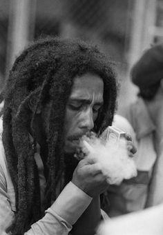 The Classy Issue Bob Marley Kunst, Arte Bob Marley, Bob Marley Legend, Reggae Bob Marley, Image Bob Marley, Bob Marley Citation, Tupac Pictures, Bob Marley Pictures, Robert Nesta
