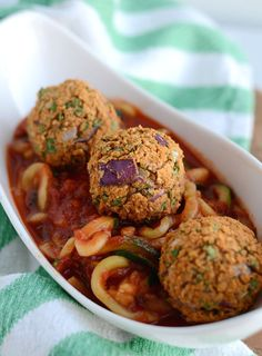These vegan white bean meatballs make a great addition to a big bowl of zucchini noodles and tomato sauce! High in fibre and protein, low in fat.