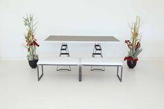"""Tisch """"Industry"""", Spice in Kombination mit Sitzbänken in weiß"""