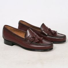 As New Womens 7 US 7.5 B RED Burgundy Leather by VintageSoleShop