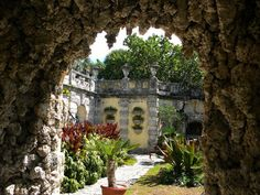 17 Fascinating Spots in Florida That Are Straight Out of a Fairy Tale - 12. Vizcaya and its gardens on Biscayne Bay