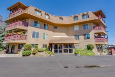 Check out this home at Realtor.com $99,900 2beds · 2baths 9024 N Country Homes Blvd Apt 17, Spokane http://www.realtor.com/realestateandhomes-detail/9024-N-Country-Homes-Blvd-Apt-17_Spokane_WA_99218_M23346-45252
