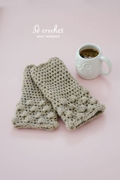 Gorgeous Wrist Warmers, tutorial by Yvestown ♥♥ thanks so for sharing xox