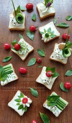 Flower canapés - Serena D. Cute Food, Good Food, Food Carving, Food Garnishes, Tea Sandwiches, Food Decoration, Snacks, Appetisers, Creative Food