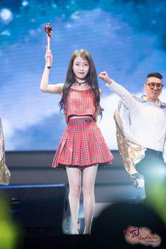 151231 아이유 앵콜콘서트 chat shire by 미스터신iu Kpop Girls, Legs, Celebrities, Cute, Vintage, Style, Fashion, Swag, Moda