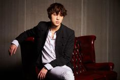 WINNER_sofa_KANG-SEUNG-YOONs