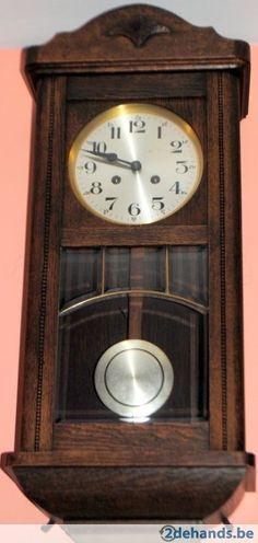 Prachtige houten pendelklok, slaat om het half uur en het uur. Werkt goed. In zeer mooie staat