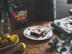 Liemessä-blogin Jenni loihti Paulig Mundo Reilusti Tumma -kahvin ympärille upean Punajuuribrownie-reseptin! French Toast, Sweets, Breakfast, Food, Amp, Sweet Pastries, Breakfast Cafe, Goodies, Essen