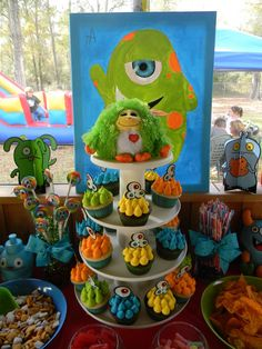 Fun cupcakes at a Little Monster Party #monsterparty #cupcakes