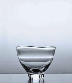Glassware by Masaki Kusada - Japanese Design Clear Glass, Wine Glass, Glass Art, Cup Design, Glass Design, Charles Ray Eames, Japanese Design, Japanese Art, Instruments
