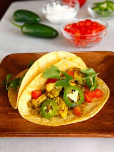 Vegan Lentil Cauliflower Tacos - This savory meatless taco recipe with lentils and cauliflower can be made vegan and gluten free. Healthy vegetarian meal for Cinco de Mayo. via @toriavey