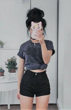 13 Outfits coquetos que te harán un parísimo en días de calor Sie machen den ganzen Tag gut (egal wie heiß es ist). The post 13 flirty Outfits, die dich zu einem sehr heißen Tag machen appeared first on Decoration and Outfits. Pop Punk Fashion, Grunge Fashion, Teen Fashion, Korean Fashion, Fashion Outfits, Fashion Black, Tumblr Fashion, Lolita Fashion, Fashion 2018