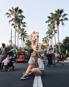 sunset boulevard in front of tower of terror (Disney street pic) Cute Disney Pictures, Disney World Pictures, Travel Pictures, Disneyland Photography, Disneyland Photos, Disney Poses, Disney Hollywood Studios, Voyager C'est Vivre, Amy Pond