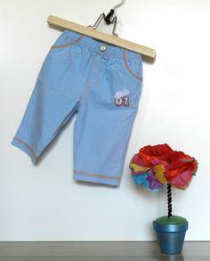 Pantalón pespuntes al aire. www.dondeduermeelarcoiris.blogspot.com
