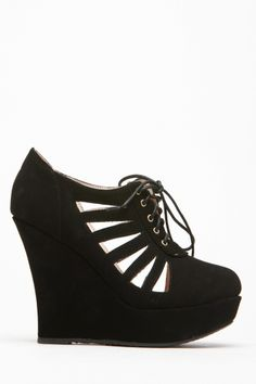 The radial cut outs on these wedges is just a little bit awesome :) #cutout #designtrend