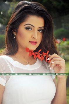 শুভ্র পরী | NTV Online Most Beautiful Indian Actress, Beautiful Actresses, Rakul Preet Singh Saree, Beautiful Girl Photo, Beautiful Women, Indian Bollywood Actress, Dress Indian Style, Beautiful Saree, India Beauty
