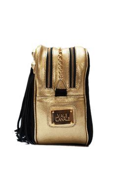 CHANEL Gamuza negra y Cuero luxor oro, herrajes bañados en oro. Shop Online: www.valecanale.com.ar/#!/producto/22 www.facebook.com/ValeCanaleBagsDesign https://twitter.com/ValeCanaleBags